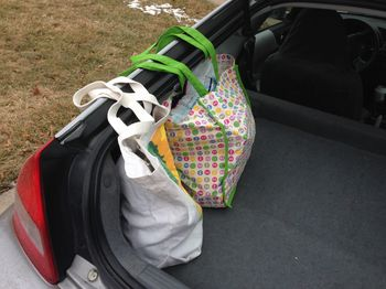Trick to carrying grocery bags in a hatchback